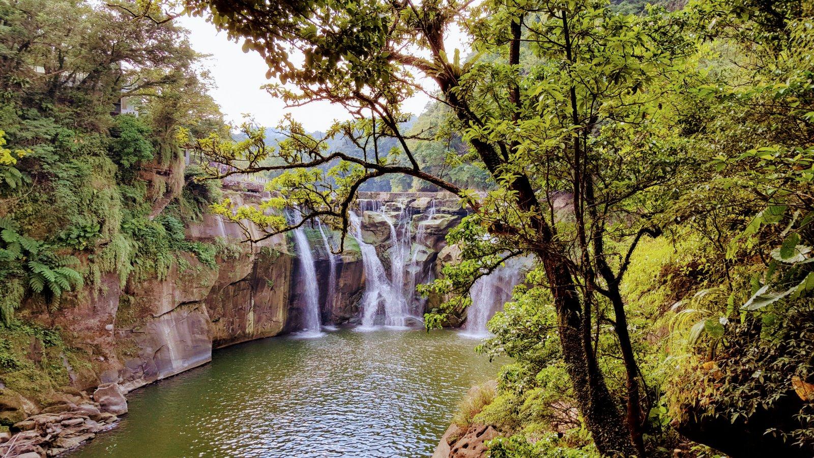 Tayvan'da Bir Şelale