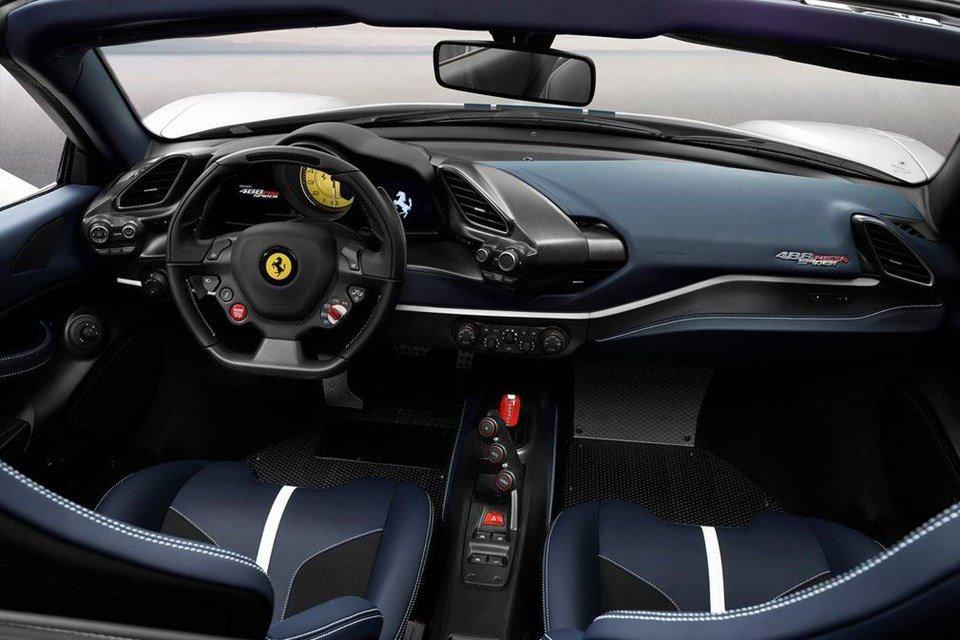 Ferrari 488 Pista Spider Konsol Görünüm