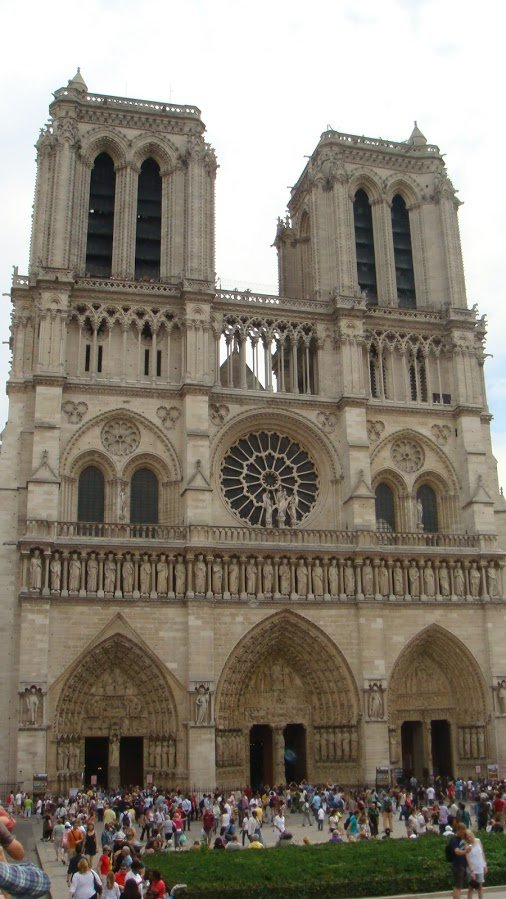 Notre Dame Kilisesi Dünyaca Ünlü Önden Görüntüsü
