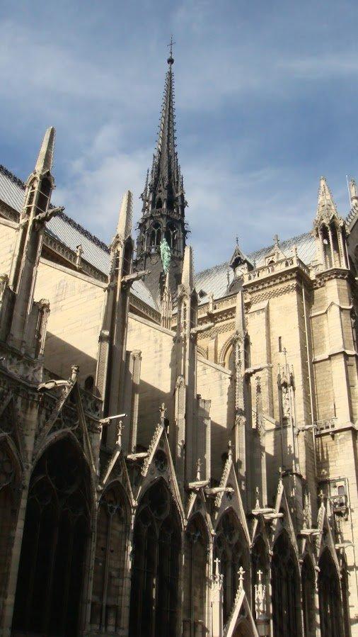 Notre Dame Kilisesi Yakından Bakış