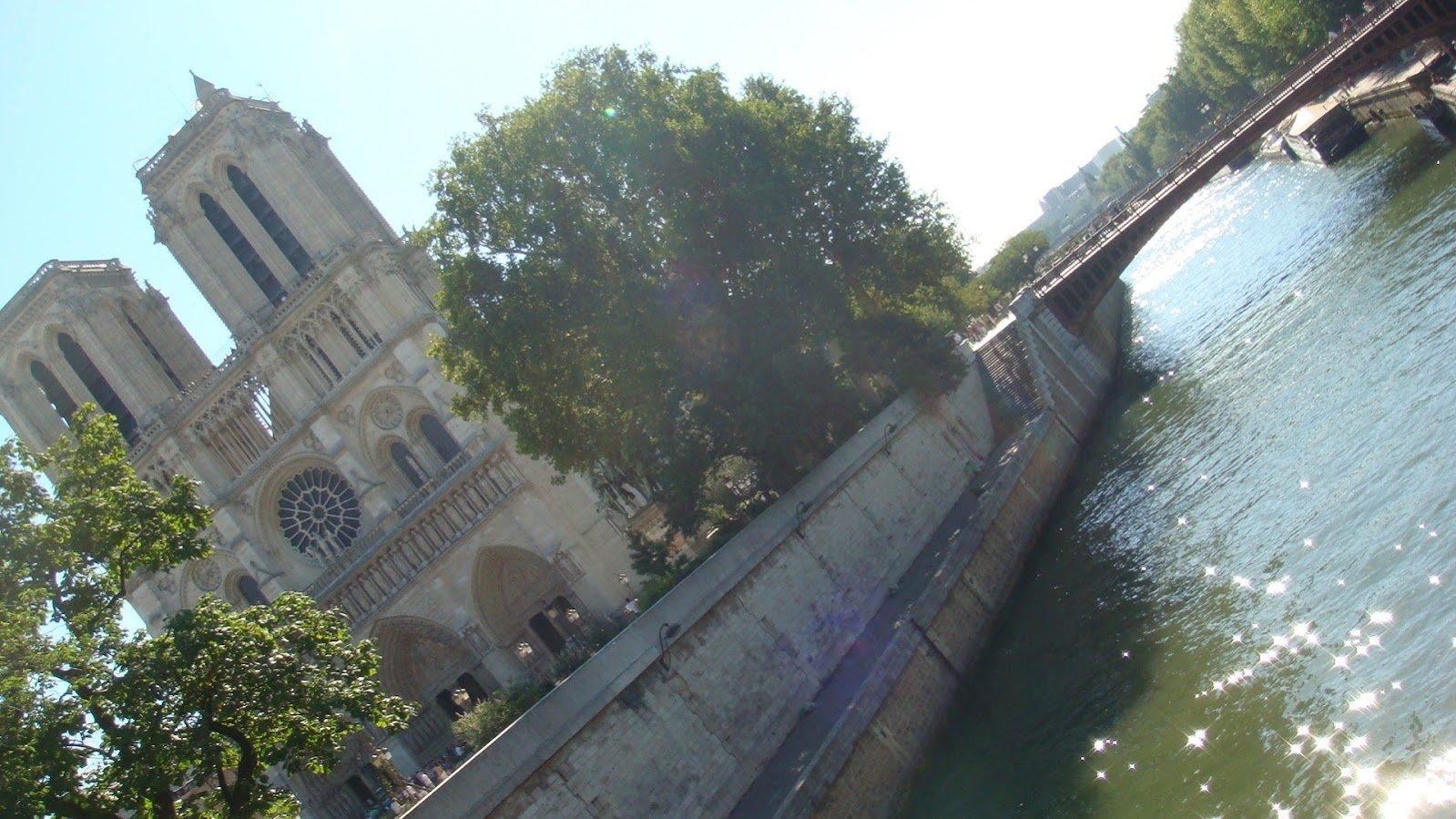 Notre Dame Köprüden Görünüş