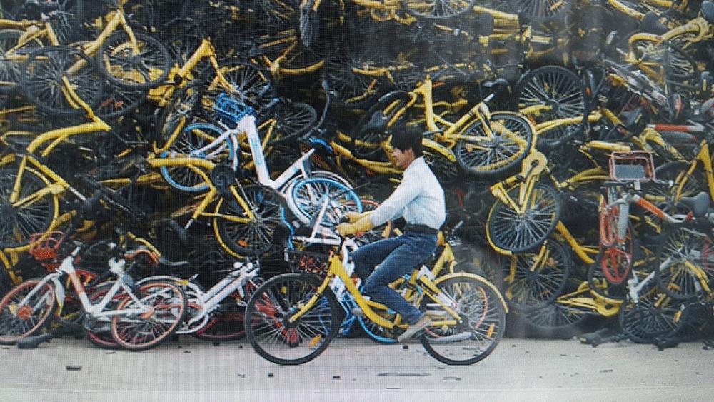 Çin'de Bisiklet-Paylaşım Fazlalığı: Terk Edilmiş ve Bozuk Bisiklet Yığınları